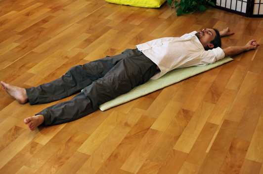 Ilchi Posture ‒ An Easy Pose for Focus and Inner Strength